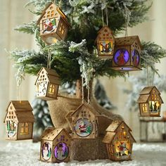 Decorate Christmas Tree: 6 different styles of Christmas tree ornaments. Hanging wood house illuminated with LED lights, light up a warm Xmas atmosphere. Santa Claus Christmas Tree, Cute Christmas Tree, Xmas Tree, Christmas Tree Decorations, Christmas Holidays, Christmas Ornaments, Holiday Decor, Hanging Pendants, Hanging Ornaments