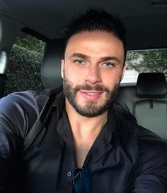 Beautiful Men Faces, Gorgeous Men, Trending Beard Styles, Sexy Tattooed Men, Low Fade Haircut, Hairy Hunks, Look Into My Eyes, Ideal Man, Awesome Beards