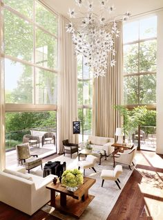 A Nashville, Tennessee residence by architecture firm DA AD and McAlpine Booth & Ferrier Interiors features soaring ceilings and a muted palate.