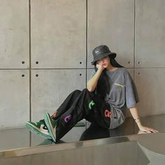Riding Helmets, Bucket Hat, Girl Outfits, Profile, Facebook, Hats, Fashion, Baby Clothes Girl, User Profile