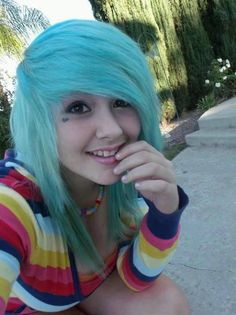 I really like this hairstyle if i was able to get scene hair i would get it like this. <3