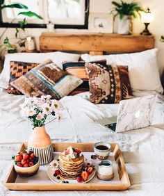 Refined Boho Chic Bedroom Design Ideas – Home Interior and Design Boho Chic Bedroom, Bedroom Decor, Boho Room, Bedroom Ideas, Deco Boheme Chic, Wallpaper Wall, Tumblr Bedroom, Boho Dekor, Home Modern