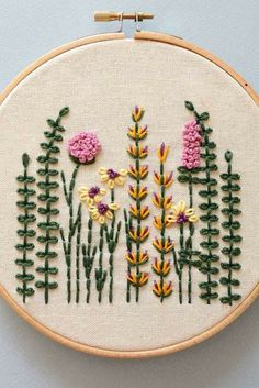 Creative Embroidery, Simple Embroidery, Modern Embroidery, Embroidery Hoop Art, Herb Embroidery, Embroidery Sampler, Hand Embroidery Videos, Embroidery Stitches Tutorial, Embroidery Techniques