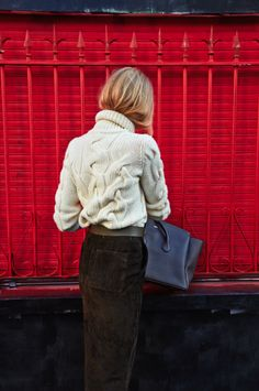 Knit sweater & suede skirt for Fall #StreetStyle