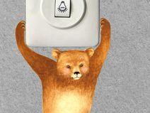 Lichtschalterfigur hängendes Bärenkind