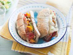 Recette: Sandwich chaud aux noix, gorgonzola et légumes grillés