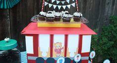 Trolley Box Dessert Stand - http://www.pbs.org/parents/birthday-parties/daniel-tiger-birthday-party/decorations/trolley-box-dessert-stand/