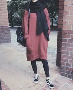 Stunning Cozy Outfits Ideas For The First Day Of Class – Hijab Fashion Modern Hijab Fashion, Muslim Women Fashion, Street Hijab Fashion, Modest Fashion, Fashion Outfits, Emo Fashion, Fasion, Fall Fashion, Hijab Casual