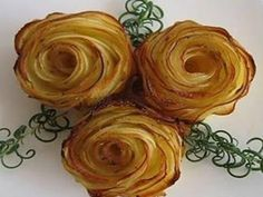 Rose di Patate al forno - potato rose very easy finger food Food Sculpture, Torte Cake, Appetisers, Vegetable Side Dishes, Food Festival, Cupcake Cookies, Cupcakes, Food Lists, Potato Recipes