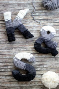 Wollbuchstaben // Yarn Wrapped Letters {DIY - Do it my self Yarn Wrapped Letters, Yarn Letters, Diy Letters, Letter A Crafts, Initial Crafts, Crafts To Sell, Diy And Crafts, Yarn Wall Art, Homemade Crafts