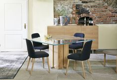 Säulentisch Alria mit unseren Dosso Esszimmer Stühlen