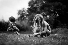 Уфранцузского скульптора ифотографа Алена Лебуаля 6детей. Ионсневероятными чувствами иумением рассказывает отом, как они живут.
