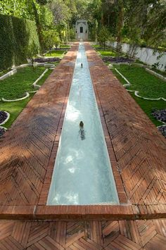 The Mughal Garden fountains and surrounding brick work, inspired by the great Mughal gardens of India and Pakistan.    Photo Credit: (c) 2005 David Franzen, The Doris Duke Foundation for Islamic Art.
