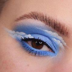 1995⏳ felfedezte ezt: kép. Fedezd fel (és mentsd el!) saját képeidet és videóidat a We Heart It oldalain Cute Makeup Looks, Makeup Eye Looks, Eye Makeup Art, Natural Eye Makeup, Blue Eye Makeup, Eyeshadow Makeup, Disney Eye Makeup, Beauty Makeup, Prom Makeup