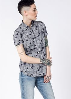 The Northrup: Short-sleeved, botanical leaf woodblock inspired print, makes this premium tailored button-up everything you dreamed of to were with that dapper suit to all the weddings. Short Sleeve Button Up, Button Up Shirts, Gemini Shirts, Dapper Suits, Summer Outfits, Casual Outfits, Androgynous Fashion, Summer Shirts, Classic Looks