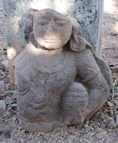 Op de heuvel lijkt het wel een open lucht tentoonstelling van tempels en restanten van tempels. Omkareshwar, India.