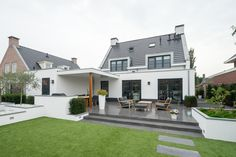 Moderne Villa in Voorhout - Allure Build Idee Terrasse, Garten und Baldachin - House Extension Design, House Design, Backyard Buildings, Rural House, Garden Design Plans, Driveway Landscaping, House Extensions, Backyard Patio, Garden Planning