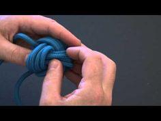 Comment faire une pomme de touline, le tutoriel en vidéo.. Historiquement la pomme de touline est une technique de noeud marin visant à former une boule. Boule appelée pomme de touline qui es...