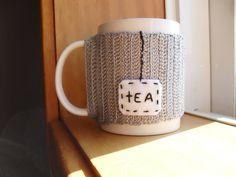 Capa para caneca em crochetAdapta-se às canecasFio 100% AlgodãoConteúdo personalizável(Indique a palavra que pretende nas observações da sua encomenda)A caneca não está incluída