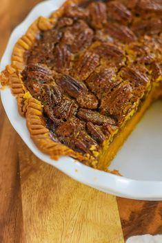 Two classic southern Thanksgiving dessert recipes meet in one perfect pie with distinct bourbon sweet potato and pecan layers. Wondering how to make pecan pie? Here's the best recipe. You'll also get a southern sweet potato pie recipe and learn how to make the perfect Thanksgiving pie with both from Dash of Jazz #dashofjazzblog #pecanpierecipesouthern #pecanpierecipeeasycornsyrup #sweetpotatopierecipessouthern #sweetpotatopecanpierecipesouthern Sweet Potato Pecan Pie, Bourbon Sweet Potatoes, Sweet Potato Pudding, Potato Pie, Sweet Potato Recipes, Mini Pecan Pies, Pumpkin Pecan Pie, Fun Desserts, Dessert Recipes