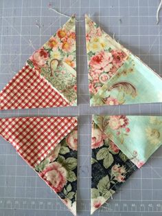 Easy way to do double pinwheelThe half triangle quilt block / pinwheel. Sew 4 small squares together and then sew to a plain larger square. Sew perimeter at Cut on diagonal for pinwheels.How to make a patchwork quilt where the squar Scrap Quilt Patterns, Patchwork Quilting, Pattern Blocks, Pinwheel Quilt Pattern, Easy Quilt Patterns Free, Jelly Roll Quilt Patterns, Jellyroll Quilts, Hexagon Quilt, Crazy Quilting