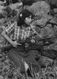 FMLN guerilla. El Salvador, 1981. | gun | machine gun | women at war |