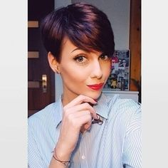 """How to style the Pixie cut? Despite what we think of short cuts , it is possible to play with his hair and to style his Pixie cut as he pleases. For a hairstyle with a """"so chic"""" and pointed… Continue Reading → Short Pixie Haircuts, Pixie Hairstyles, Short Hairstyles For Women, Hairstyles 2018, Easy Hairstyles, Pixie Cut With Bangs, Short Hair With Bangs, Pixie Cut Color, Pixie Long Bangs"""