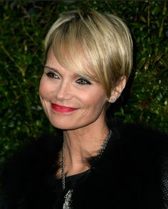 Kristin Chenoweth Short Haircut with Side Long Bangs: Older Women Short Haircuts