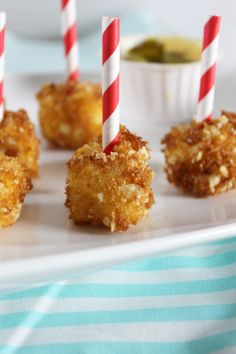 Creating county fair style foods is SO easy to do at home! Here are County Fair Style Mac & Cheese Bites: Nacho, Gouda & Lobster! Mac And Cheese Bites, Best Mac And Cheese, Mac Cheese, Tailgating Recipes, Tailgate Food, Snack Recipes, Sweets Recipes, Gouda, Fried Macaroni And Cheese