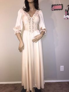 Vtg Ivory Olga Nylon Spandex Nightgown Medium Style 92067  Olga Good Night  Baby d6fb3dce4