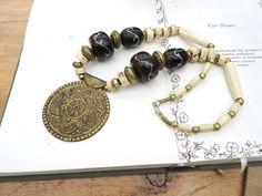 Collier de style africain : perle bronze, corne, ébène .....