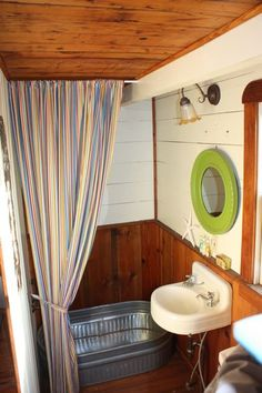 Tiny House Bathtub Small Space Ideas: 99 Inspirational Photos – Decorating Ideas - Home Decor Ideas and Tips - Page 3 Tiny House Bathtub, Small Bathtub, Small Bathroom, Bathroom Ideas, Bathrooms, Bathtub Ideas, Basement Bathroom, Small Space Living, Small Spaces