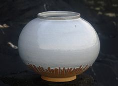 Ceramics by Adam Buick at Studiopottery.co.uk - White Moon Jar. Height 43cm, 2008.