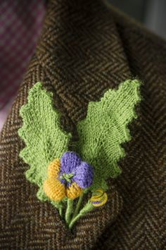 Heart's Ease Boutonniere (Stitches in Time) : Knitty First Fall 2014 Franklin Habit Knitting Books, Knitting Stitches, Knitting Patterns Free, Knit Patterns, Free Knitting, Knitting Projects, Flower Patterns, Free Pattern, Knitted Flower Pattern