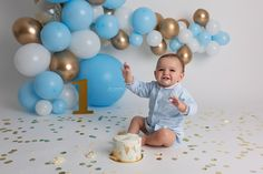 Baby boy blue balloon garland first birthday cake smash Baby boy blue balloon garland - Motherhood & Child Photos Baby Boy Birthday Cake, First Birthday Balloons, Birthday Outfit, Boys First Birthday Party Ideas, 1st Birthday Photoshoot, Baby Cake Smash, First Birthday Photos, First Birthday Cakes, Baby Boys