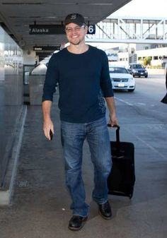 #MattDamon totes his luggage at @#LAX Los Angeles International airport on November 30, 2013 in Los Angeles http://celebhotspots.com/hotspot/?hotspotid=4954&next=1