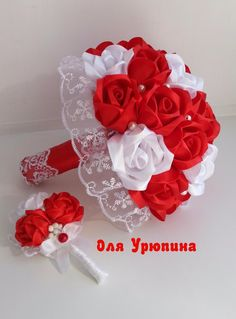 Свадебный букет невесты и бутоньерка жениха.