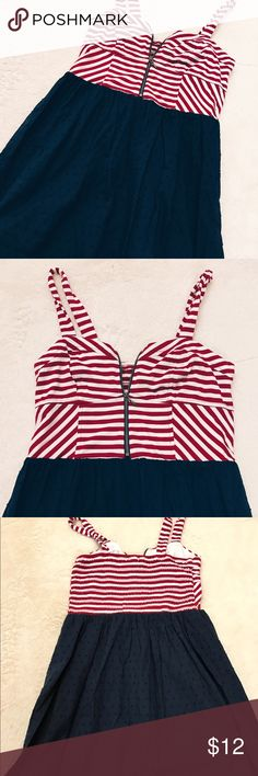 🍁SALE🍁 Red & White striped dress w/ zipper front Cute Red and White striped dress with zipper front and blue textured bottom Xhilaration Dresses