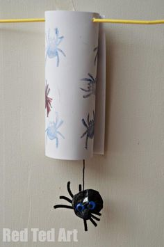 Spider Craft- Itsy bitsy spider that actually works! From Red Ted Art.  #kidscraft #preschool