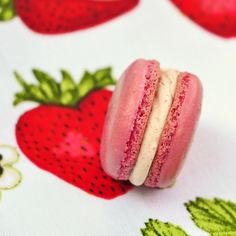 Strawberry macarons for PINKtober with a speckled cream cheese filling so tempting!