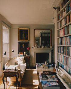 Interior Architecture, Interior Design, London Apartment, Bookshelves Built In, Vintage Interiors, Cool Rooms, House Rooms, My Dream Home, Home And Living
