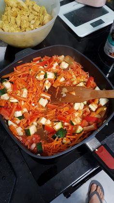 Wyborny kurczak po indyjsku - Mocne Kalorie Thai Red Curry, Salsa, Ethnic Recipes, Food, Essen, Salsa Music, Meals, Yemek, Eten