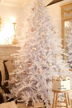 Dreaming of a White Christmas Tree ~ Christmas Bedroom -  I have been dreaming of a white Christmas tree...         One that is covered in twinkly lights, bl...