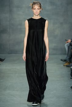 Бархатное платье в стиле минимализм