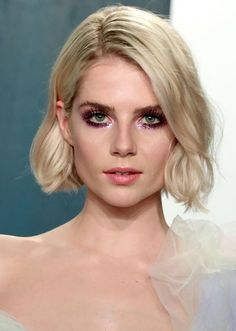 Hands Down, No One is Doing Red Carpet Makeup Better Than Lucy Boynton Red Carpet Makeup, Red Carpet Hair, Oscar Hairstyles, Messy Hairstyles, Face Off Makeup, Makeup Art, Make Up Looks, Blonde Bobs, Blonde Hair