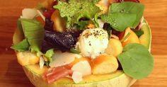 Réalisez une recette originale et décalée pour l'été avec cette savoureuse salade sucrée salée à l'italienne ! Un plat très simple et r... Salad Bar, Mashed Potatoes, Tacos, Eggs, Breakfast, Ethnic Recipes, Desserts, Simple, Recipe Videos