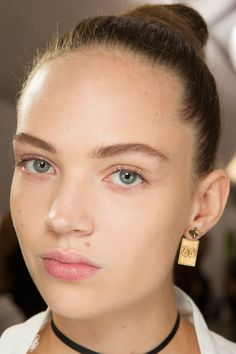 Christian Dior Spring 2017 Ready-to-Wear Beauty Photos - Vogue