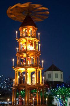 Fredericksburg, Texas, Christmas pyramid
