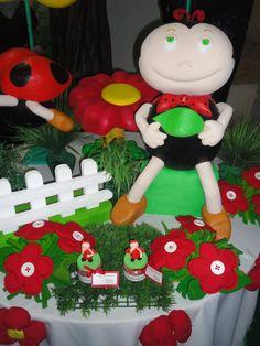 Decoração festa Joaninha, via Flickr.