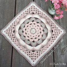 Big Japanese square designed by BautaWitch. Free pattern (translation button available) at BautaWitch.se. Welcome!